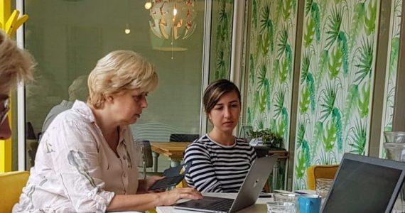 Geïnteresseerde gezichten bij workshop social media voor startende ondernemers in Oss